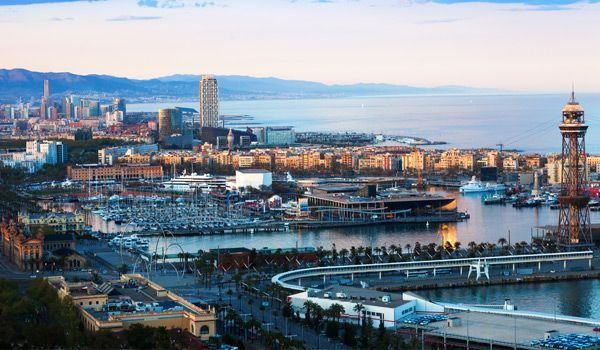 puerto de barcelona y centro comercial